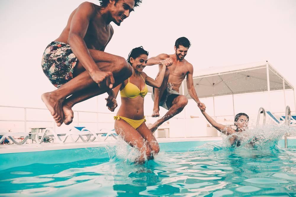 pool party nightlife mamanuca island